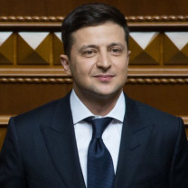 Image of Volodymyr Zelensky (Source: https://www.president.gov.ua/photos/urochisti-zahodi-z-nagodi-skladennya-prisyagi-prezidentom-uk-2905)