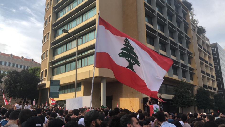 Lebanon protests continue as petrol station strike and political deadlock paralyze the country